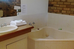 King Spa Suite - Magdala Nothern Grampians Motel Accommodation
